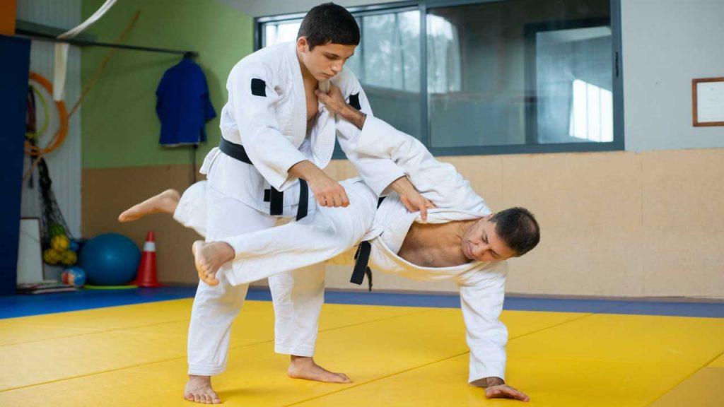karate throws - Kani Basami: Scissor Stroke